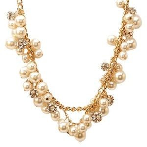 Forever 21 Jewelry - Forever 21 Gold Tone Pearl Cluster Necklace